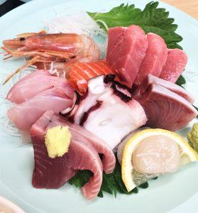 品数豊富な海鮮市場食堂のおさしみ定食(^^)/
